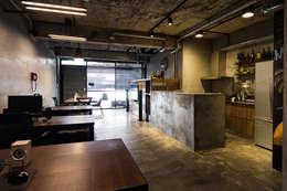 辦公桌:  書房/辦公室 by UNIQUE DESIGN優尼客空間設計