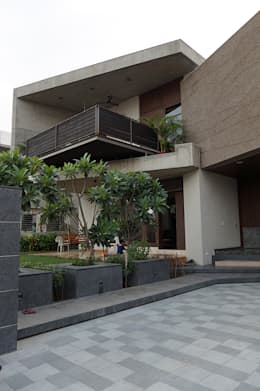 Residence of Brijesh Patel: modern Houses by Architects at Work
