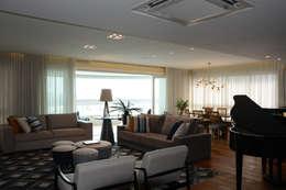 classic Living room by Carolina Burin Arquitetura Ltda