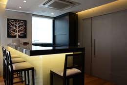 Salones de estilo  por Carolina Burin Arquitetura Ltda