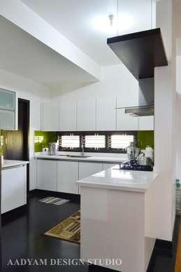 Open Modular kitchen: minimalistic Kitchen by Aadyam Design Studio