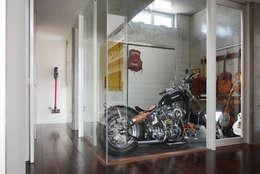 ケイシャチノイエ: 久友設計株式会社が手掛けたガレージです。