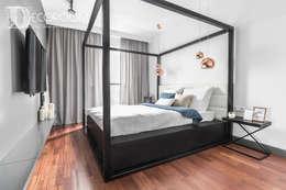 WYJĄTKOWE MIESZKANIE W STYLU LOFTOWYM: styl , w kategorii Sypialnia zaprojektowany przez Decoroom