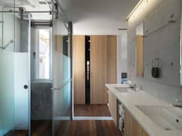自然清亮:  浴室 by 前置建築 Preposition Architecture