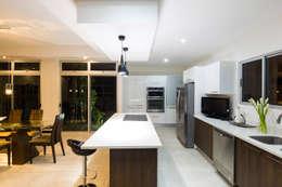 modern Kitchen by J-M arquitectura