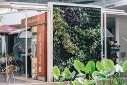 JARDINES VERTICALES: Casas de estilo moderno por Elementum Arquitectos SAS