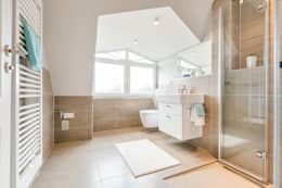 modern Bathroom by Home Staging Sylt GmbH