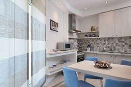 Porzione di bifamiliare - Residenza di mare: Cucina in stile in stile Moderno di Luca Palmisano Architetto