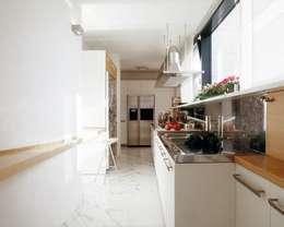 Ristrutturazione appartamento Como: Cucina in stile in stile Moderno di Cappelletti Architetti