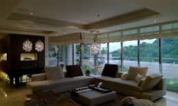 住宅(低調 奢華):  客廳 by 鼎爵室內裝修設計工程有限公司