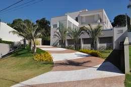 Jardines de estilo moderno por Kelly Abramo Paisagismo