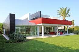 Aguilar Arquitectos: modern tarz Evler