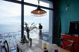 청사포 카페 루프탑 프로젝트: 블랙인테리어의  레스토랑