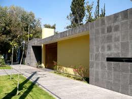 Casas de estilo moderno por Taller A3 SC