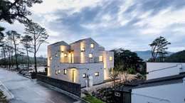 modern Houses by (주)건축사사무소 코비
