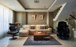 Ruang Keluarga by 世家新室內裝修公司