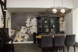 woonkamer met sfeervol fotobehang: klasieke Woonkamer door BinnenID