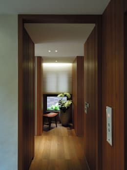 Light 加減0的生活美學:  走廊 & 玄關 by 構築設計