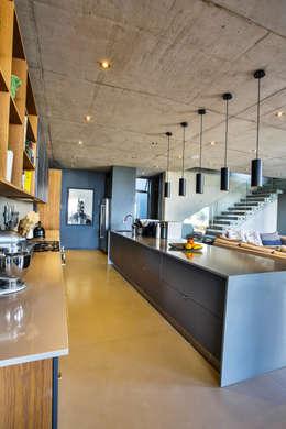 Kitchen: modern Kitchen by Blunt Architects