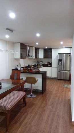 Remodelación casa Bogota : Cocinas de estilo moderno por Erick Becerra Arquitecto