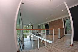 VISTA SALA MULTIUSO: Salas multimedias de estilo  por Directorio Inmobiliario