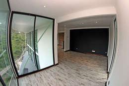 VENDO EXCLUSIVO LOFT  CERCANO A SANTIAGO VISTA PANORAMICA : Dormitorios de estilo mediterraneo por Directorio Inmobiliario