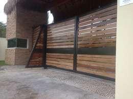 Portón Rediseño: Casas de estilo moderno por Arquitectura Ecologista