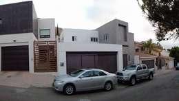 Vivienda AG: Casas de estilo moderno por Estudio de arquitectura ALUR
