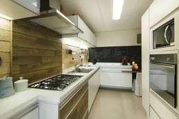 Cocinas de estilo  por Daniela Tolotti Arquitetura e Design
