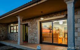 Projekty, rustykalne Domy zaprojektowane przez MORANDO INMOBILIARIA