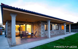 Casas de estilo rústico por MORANDO INMOBILIARIA