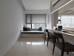 低調奢華:  書房/辦公室 by 倍果設計有限公司