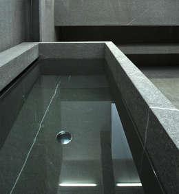 Bath: minimalistische Badkamer door Jen Alkema architect