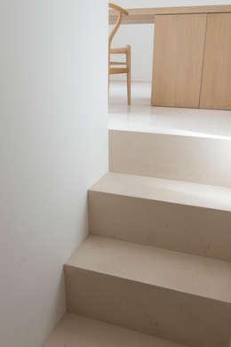 Staircase : minimalistische Gang, hal & trappenhuis door Jen Alkema architect