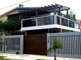 Residência Cassino - RS - Reforma - Paisagismo - Design de Mobiliário: Casas rústicas por Filhas do Ar