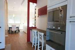 Cocinas de estilo ecléctico por progettAREA interni & design
