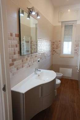Baños de estilo ecléctico por progettAREA interni & design
