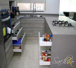 Cocina de importación en Av. Guadalupe.: Cocina de estilo  por SACHIKO COCINAS