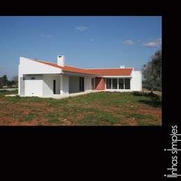 Projekty, śródziemnomorskie Domy zaprojektowane przez Linhas Simples