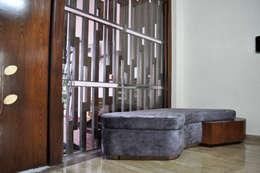 Interior of Nikhil Prajapati:  Corridor & hallway by Architects at Work