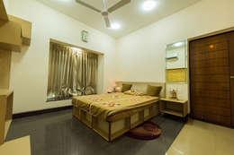 Kids'/Guest Room (2nd Floor): modern Bedroom by Ankit Goenka