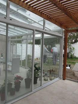 Jardines de invierno de estilo moderno por Arquitecta MORIELLO