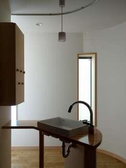 深沢の家: 小形徹*小形祐美子 プラス プロスペクトコッテージ 一級建築士事務所が手掛けた浴室です。