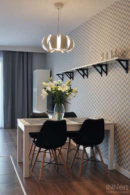 Comedores de estilo escandinavo por INNers - architektura wnętrza