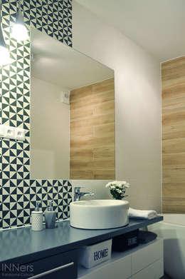 Baños de estilo escandinavo por INNers - architektura wnętrza