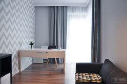 Oficinas de estilo escandinavo por INNers - architektura wnętrza