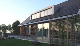 modern Houses by Architectenbureau van den Hoeven b.v.