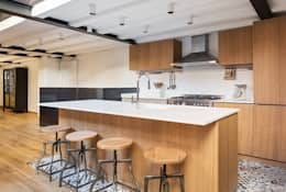 Cocinas de estilo industrial por NOMADE ARCHITETTURA E INTERIOR DESIGN