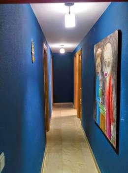 ANTES: Pasillos y vestíbulos de estilo  de iProperty Design - Home Staging & Soluciones inmobiliarias
