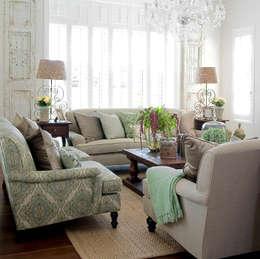غرفة المعيشة تنفيذ Peter Thomas Interiors